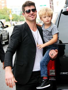 Robin Thicke, in modernized aviators, prepped for the MTV Video Music Awards with his oh-so-cute son Julian by his side!