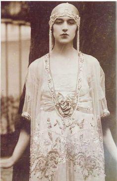 costum, 1920s wedding, wedding dressses, vintage dresses 1900's, flapper, 1900s fashion, fashion designers, dress designs, lace dresses