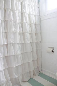 DIY Ruffled Shower Curtain... I love this.