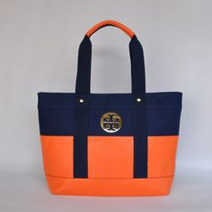 Perfect tote to carry to the swamp.