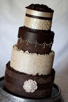 Gorgeous chocolate wedding cake by Kanya Hunt www.finditforwedd... brown weddings, chocolates, the hunt, color, white chocolate, sugar art, chocolate wedding cakes, mini cakes, chocolate cakes