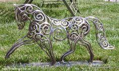 Equine topiary and sculpture - Sculptural Metal