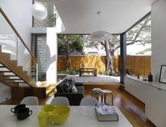 mesa jantar e cadeira. escada