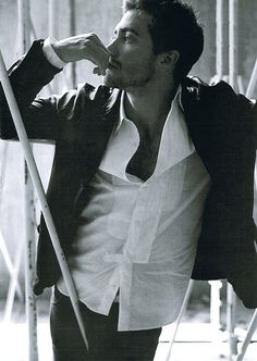 Jake Gyllenhaal -- this picture made me change my mind...he's hot :P