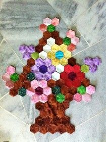The Great Hexagon Quilt - Along too!  Flower basket, this site is a fantastic source of inspiration. hexi flower, hexagon quilt, hexi quilt, flower baskets, flowers