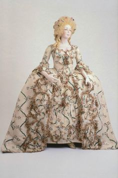 Formal dress, 1770's France (made of Chinese silk), the Museum of Fine Arts, Boston  Louis XVI-style formal dress and petticoat of Chi...