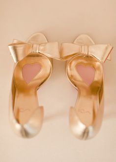 100 layer cake - wedding photography - bride - getting ready - wedding shoes