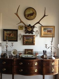 Feminine and masculine buffets, buffet tables, vignett, antlers, horn, hunting party, design idea, magnolia, modern homes