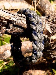 How to make an Oat Spike Paracord Survival Bracelet #paracord #bracelet #instructions