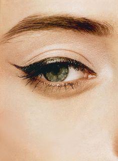Would you rock a metallic cat eye? #primpandprep #makeup #eyemakeup #beauty #eyeliner