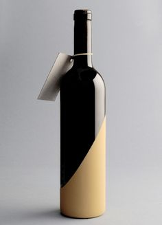 dip wine bottle in gold as a gift for the holidays