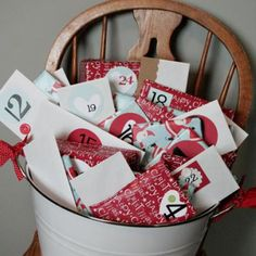 Christmas Bucket Countdown. Wrap 24 cards, each one is an activity to do with the kids: write the letter to Santa, make ornaments..