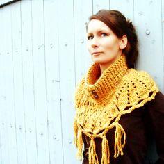 Niki Neckwarmer Crochet Pattern by CrocheTrend