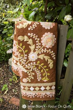 Stunning applique quilt.  Great border!