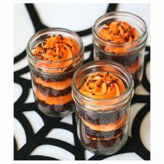 19 Wicked Ways to Use Mason Jars This Halloween