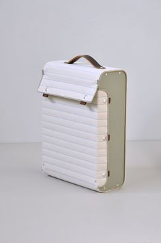 Lotty Lindeman & Wouter Scheublin . suitcase