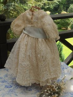 ~~~ Beautiful 19th. century Silk and Lace Dress ~~~