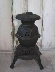 Sweet little salesman sample potbelly stove