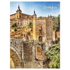 Una foto más del Puente de Alcántara y el Alcázar al fondo #igers #toledo #igerstoledo #turismo #toledoturismo #toletum #spain #amatoledo #tw #EstaEs_CastillaMancha #EstaEs_Espania #mobile_hdr #world_great #igersspain #fotodeldia