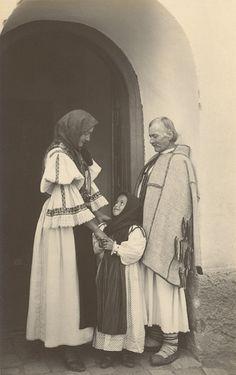 romanian old folk costumes