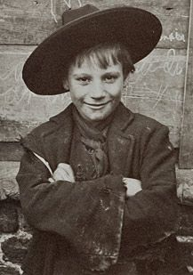 Spitalfield Nippers. Edwardian street youths that haunted the East End of London in ragged suits and, apparently, fantastically wide-brimmed hats.