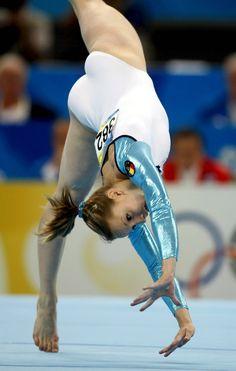 Sandra Izbaşa (izbasa), gymnast, gymnastics m.5.40 moved from @Kythoni Gymnast: Romania: Sandra Izbasa   Catalina Ponor   Andrea Raducan   Ana Porgras board http://www.pinterest.com/kythoni/gymnast-romania-sandra-izbasa-catalina-ponor-andre/ #KyFun