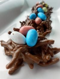 Six Sisters No-Bake Chocolate Bird Egg Nest Cookies {Fun kid recipe!}. These can be made in no time at all and so delicious! #sixsistersstuff