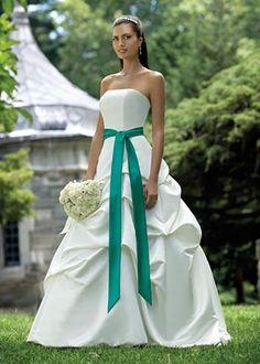 un detalle verde para el vestido.