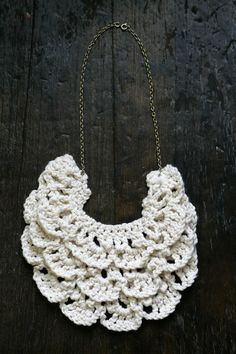 How to make a crochet bib necklace: free pattern