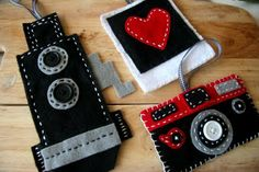 { felt camera ornaments } I sure hope someone makes these for me this Christmas :O)