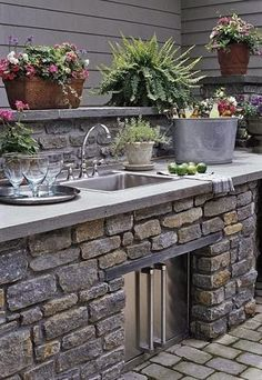 Outdoor kitchen. This would be awesome