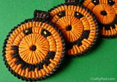 Plastic Canvas Pumpkin Ornaments by Crafty Pod are great to hang around the house or use our Cotton-Ease and turn them into Halloween themed coasters!