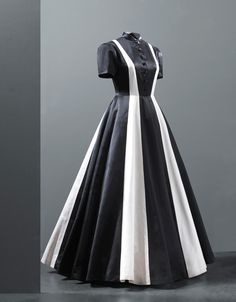 1939 Balenciaga evening dress via the Cristobal Balenciaga Museum.