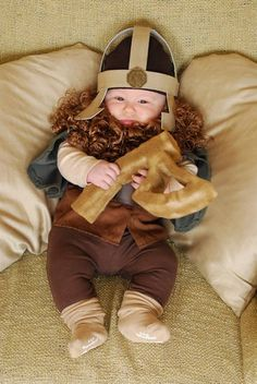 An adorable Baby Gimli... I wonder if Dad went as Gloin?  RC.