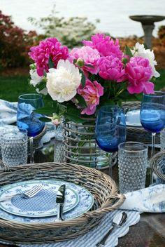 . blue dinnerwar, tablescap obsess, absolut favorit, tabl decor, boat, favorit flowerpeoni, peonies, blues, favorit blog
