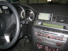 How to Build a Car Mount for Your Cellphone from Office Supplies by lifehacker: Binder clips, string, duct tape and rubberbands. #Cellphone_Car_Mount #DIY #lifehacker