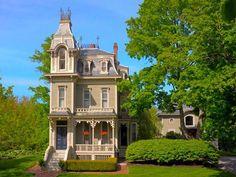 Kennebunk, ME: 10 Vibrant Victorians
