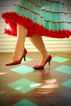 Dance in that turquoise & red skirt, girl!