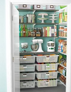 Awesome pantry!. My little OCD heart just skipped a beat!