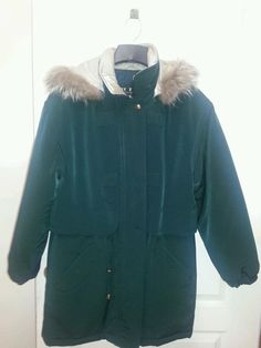 'Fleet Street Basic Winter Coat  M/L' is going up for auction at 12pm Tue, Sep 10 with a starting bid of $12.