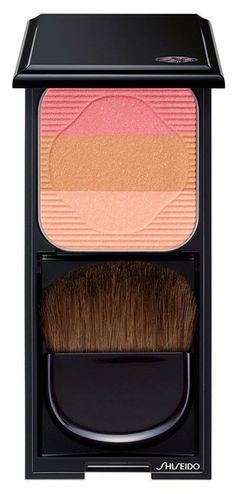 All-in-one compact with blush, sculpting & highlighting colors