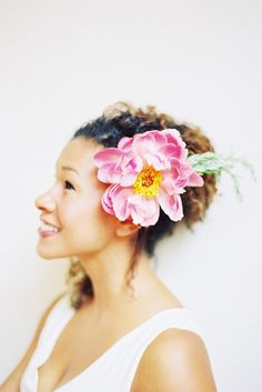 A beautiful single bloom & no veil hair flowers, flowers in bloom in september, wear flower, hair style, beauti bloom, wedding hairstyles, bridal hair accessories, peoni, full bloom