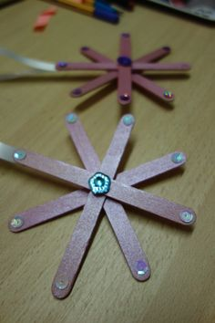 Bricolages enfants on pinterest bricolage straw weaving - Sapin de noel a accrocher au mur ...