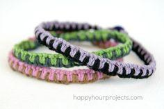 Macrame Pulsera de la amistad Tutorial y 7 grandes regalos de la amistad de # MyFavoriteBloggers en www.happyhourprojects.com