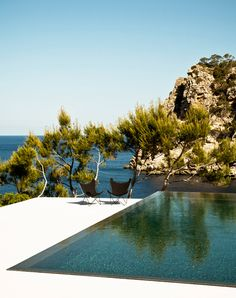 Travel + Photography >> Infinity pool and blue sea.