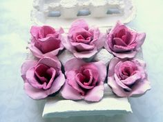 Upcycle an egg carton into roses. Uses one carton, glue, paint and scissors.   http://rosijofarecon.blogspot.it/2011/04/come-realizzare-rose-con-il-cartone.html?m=1