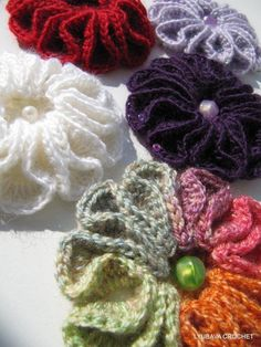 Crochet Brooch 'Scarlet Flower' Tutorial ☼Teresa Restegui http://www.pinterest.com/teretegui/☼
