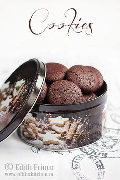Biscuiti cu cacao si gem de zmeura