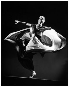 Martha Graham performing at Mili's Studio, 1941