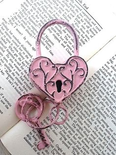 pink heart lock and key